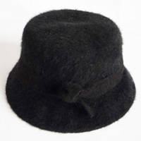 angora/wool hat with bow